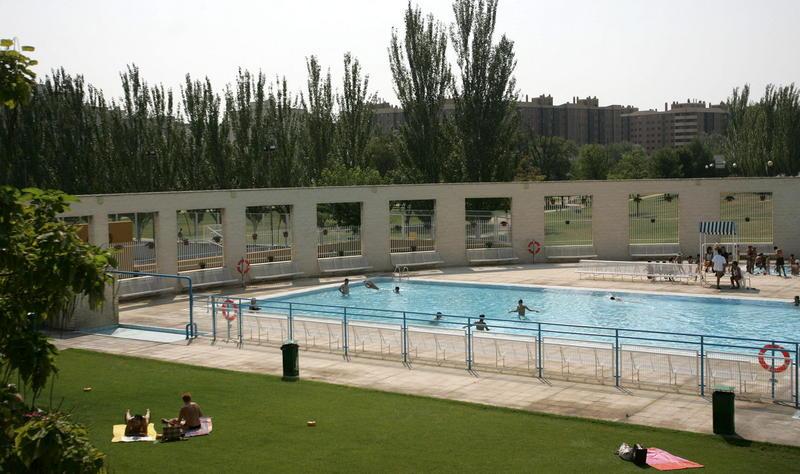 La ampliaci n de la piscina municipal pendiente del nuevo for Piscina municipal barrio del pilar