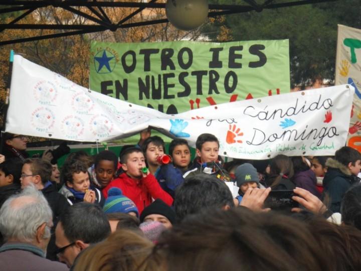 Protesta vecinal para pedir un nuevo instituto en la Margen Izquierda.
