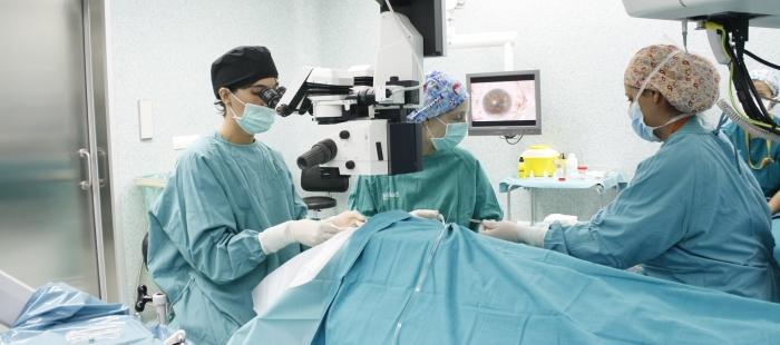Cirugía en un quirófano de Aragón.