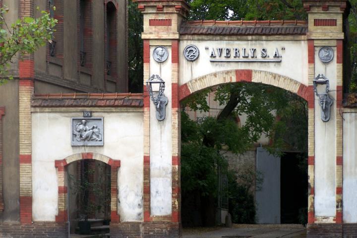 Entrada a las instalaciones de la vieja fábrica de Averly