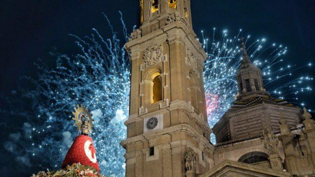 Los Fuegos, enmarcando a la Virgen y el Pilar en el fin de Fiestas