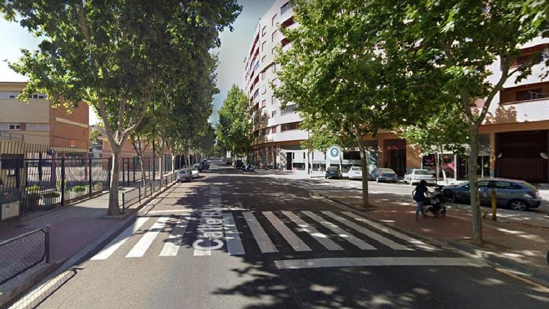 Paso de peatones junto al colegio La Jota